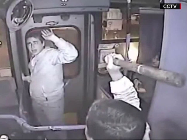 Bus Driver Lays Smackdown On Purse Snatcher [VIDEO]