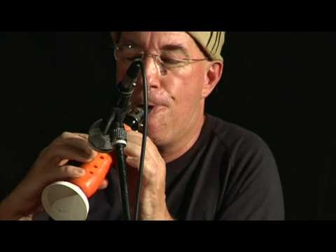 Guy Turns A Carrot Into A Functioning Clarinet [VIDEO]